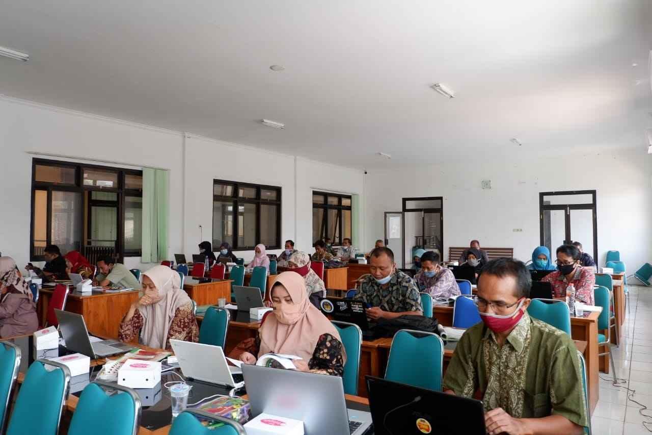 Bimtek E-Raport Diikuti Ratusan Guru dan Operator Dapodik